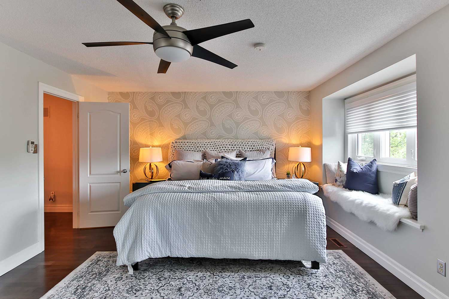 rug size and placement for bedroom