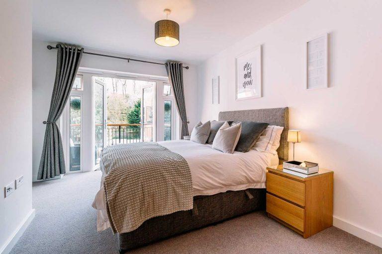 bedroom furniture arrangement
