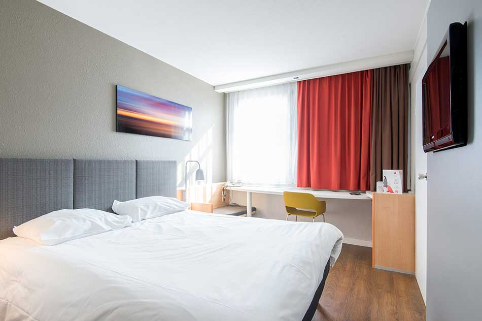 Double hotel room layout sample